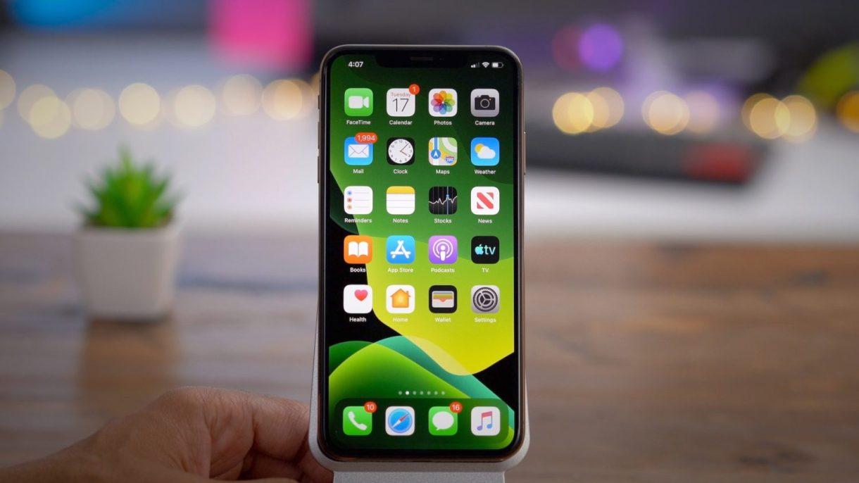 iOS 13 Green Wallpaper - آبل تمنع العودة إلى إصدار أقدم من iOS 13.3 بعد التحديث إليه لأسباب أمنية