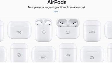 صورة آبل تتيح نقش الإيموجي والنصوص على علبة سماعات Apple AirPods