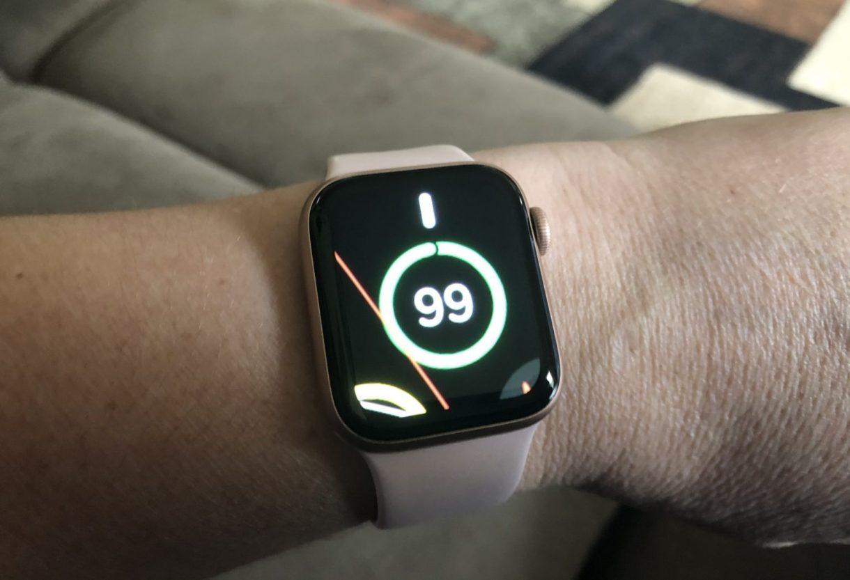 Apple Watch Zoomed In Face 1536x1049 1 - تعرق على طريقة استخدام ميزة التكبير (Zoom) على ساعة آبل
