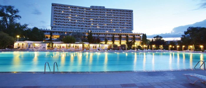 9101_Athos-Palace-Pool-By-Night