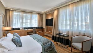 divani-caravel-hotel-divine-suite-bedroom
