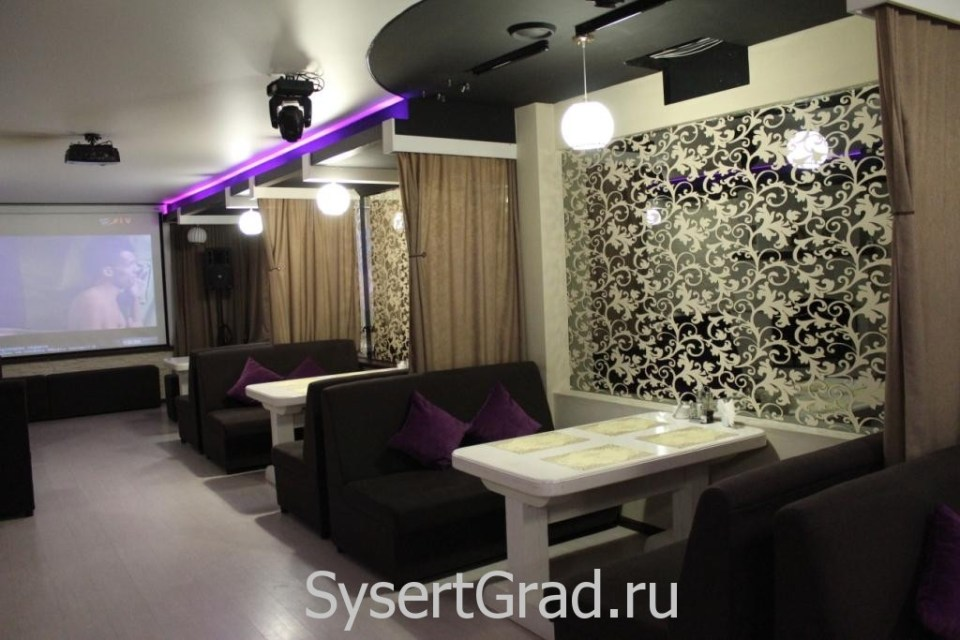 Столики в кафе-баре Сысерти