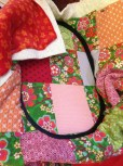Vognteppet er quiltet sammen i broderimaskinen - bakstykke, vatt og forstykke spennes opp i broderirammen