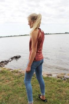 Fotomodell på stranden - bilde av ryggen