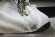 Spiler eller afstivere er viktige for at korsettet holdes oppe - det går fint å sy dem fast med en grov synål - jeansnål i størrelse 100 klarer jobben