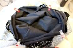 Sirkelen er klippet og klar til å sys sammen med tuben som danner livet på kjolen.