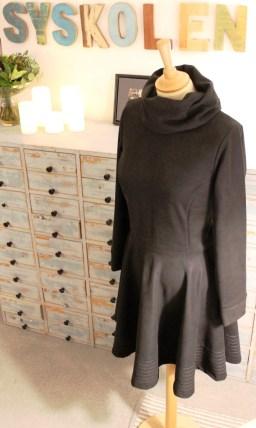 Vinterkjolen er enkel å sy, deilig varm å ha på og har en wauw-faktor i den brede borden nederst på skjørtet