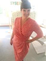 Min hjemmesydde kjole er ferdig og passformen er upåklagelig