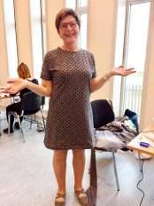 May-Britt syr med racerfart - den ene kjolen etter den andre trylles frem
