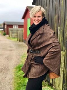 En herlig tur langs fjorden - capen er perfekt på en litt kald høstdag