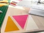 Blokken består av tre deler - en stor midt trekant og to små sidetrekanter