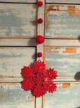 Det er alltid gøy med noe nytt - blonde julepynt med røde filtkuler