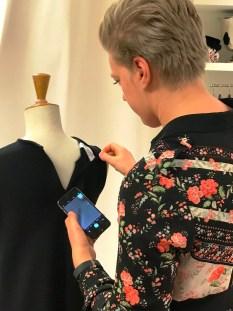 Som lærling får man oppleve mange spennende ting - Selma har sydd denne kjolen til en kjent norsk artist