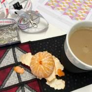 En kopp kaffe må til når mønster skal studeres - så langt vekk fra komfortsonen som man kan komme