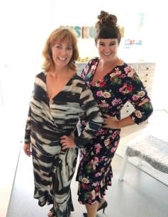 En kjole, to damer og to størrelser
