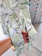 Etter at beltebåndene er sydd fast til overdelen sy deretter forstykkets underdel og overdel sammen