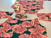 Kjolen har ikke vanlige ermer, men ragland ermer. Disse er superenkle å sy...