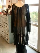 Om du har en byste så test hvor lang du vil ha kjolen - viktig også å teste på deg selv