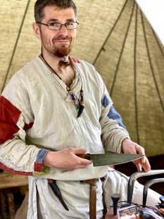 Spesielt fascinerende var det å lytte til Kim Holm Andresen eller Dragesmedens fortelling om hvordan hans kniver blir laget