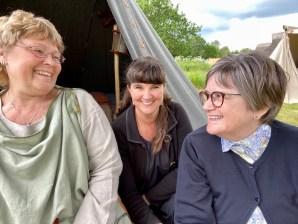 Bente, til venstre og Joan til høyre, gjorde dagen ekstra hyggelig på markedet. Herlig å ha noen å dele sin interesse med.
