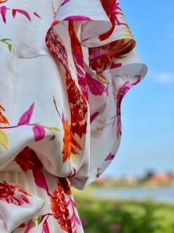 ... samtidig som det det gir kjolen en feminin touch