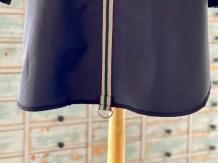 Bakstykket har en søm Midt Bak og denne valgte jeg å dekke med et bånd