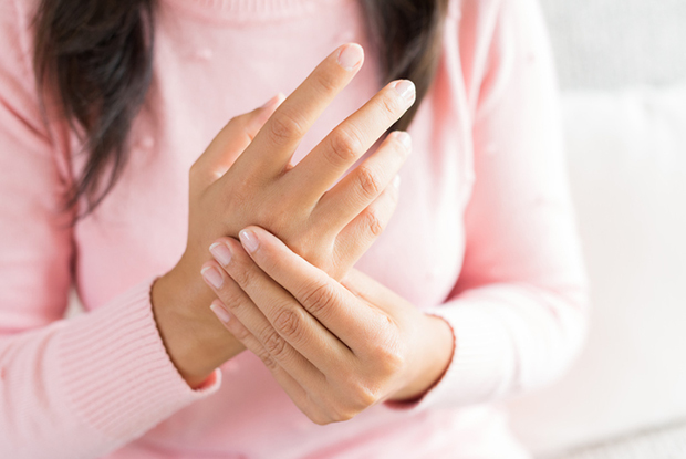 Causes For Numbness In Hands And How To Get Rid Of It?