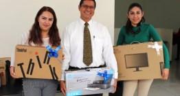 La SEG entrega equipo  para usuarios del servicio educativo