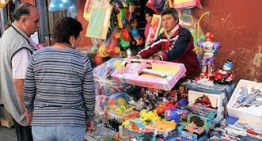 """En medio del caos vial de Acámbaro, los """"Reyes Magos"""" adquirieron los juguetes"""