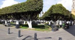 Restringen y sanitizan espacios públicos en Acámbaro