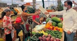 Ante la pandemia, el diputado Jesús Oviedo entregó apoyo alimentario