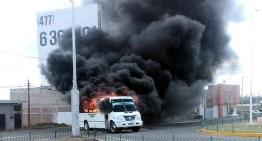 Tras operativo contra la delincuencia, incendian vehículos en 8 municipios