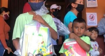 Distribuyen 2,000 paquetes  de útiles escolares entre los estudiantes de Acámbaro