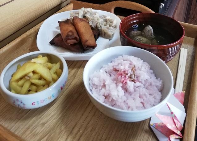 ひな祭りの桜ご飯