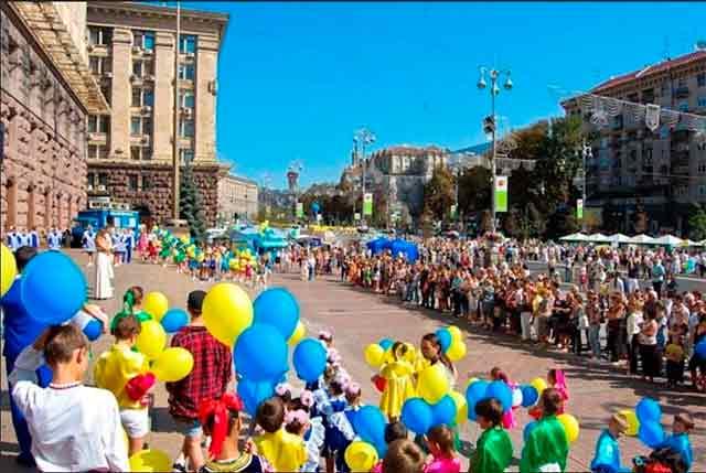 в разрушенном фашиствующими биндеровцами Киеве