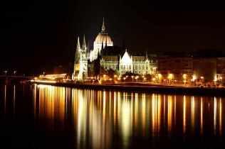 Magyar Parlament este