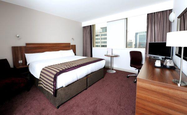 Jurys Inn Birmingham szép szálloda szoba
