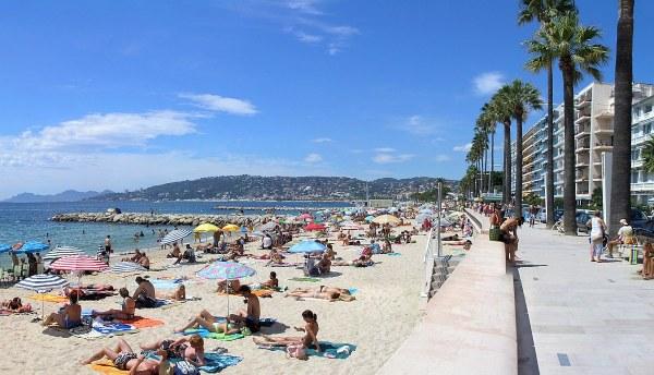 tengerpartja és hotelek