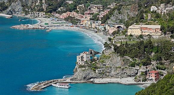 Monterosso al Mare sziklás tengerpartja