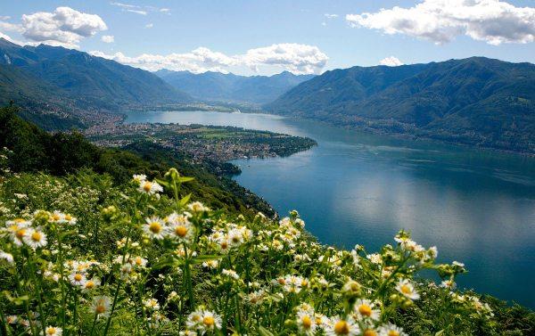 Ronco: Lago Maggiore látkép