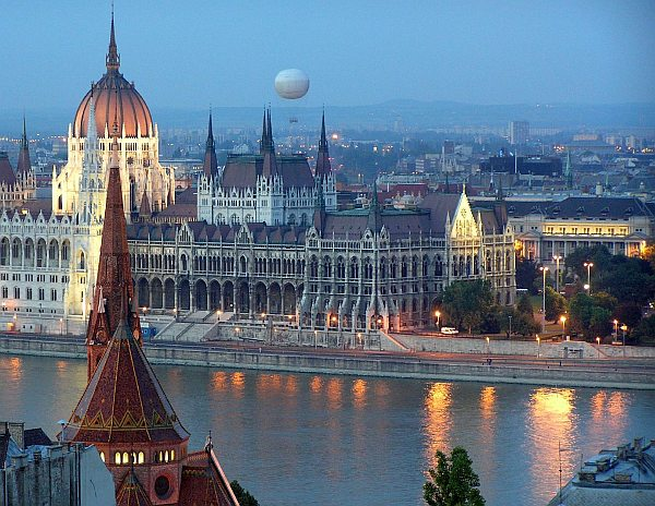 Budapest - a Parlament távolról