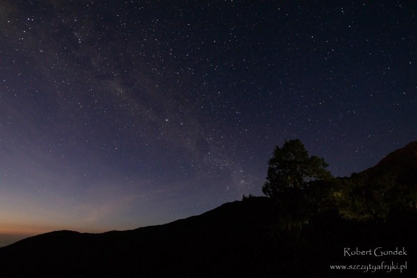 Nocne niebo w Arusha National Park