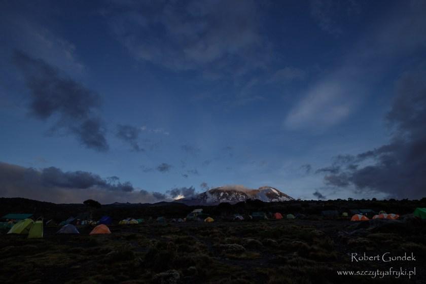 Obóz Shira w drodze na Kilimandżaro – nocleg pod namiotem