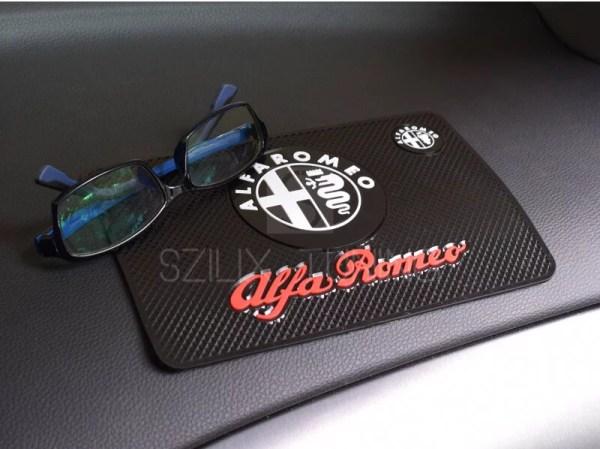 Alfa Romeo csúszásgátló telefontartó autószőnyeg