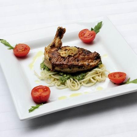 Supreme csirkemell rukkola-pestós tésztaágyon