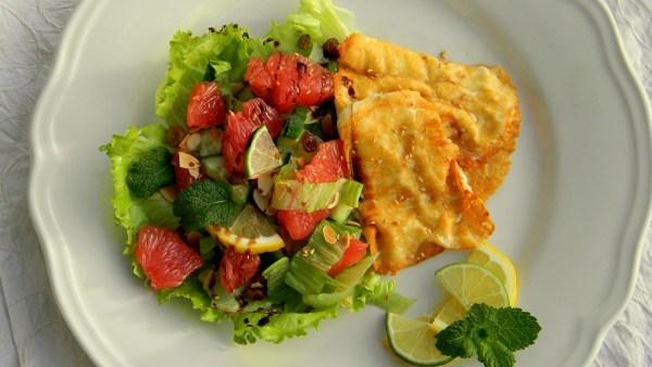 grillezett-halloumi-sajt-citrusos-mentas-salataval-n