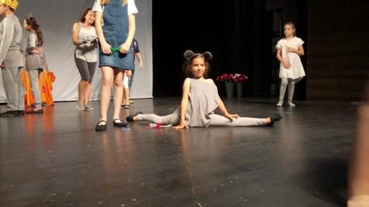 Pici egér - Gáspár Lili, jobbra mögötte Dodó a kislány- Kiss Dorina