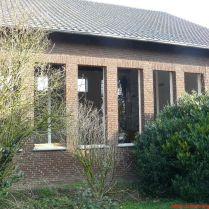 Hét ablak helye, háttérben még Feri a legnagyobb ablak kibontásán fáradozik