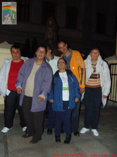 Kis műkedvelő csapatunk a Szent- Anna Székesegyház előtt