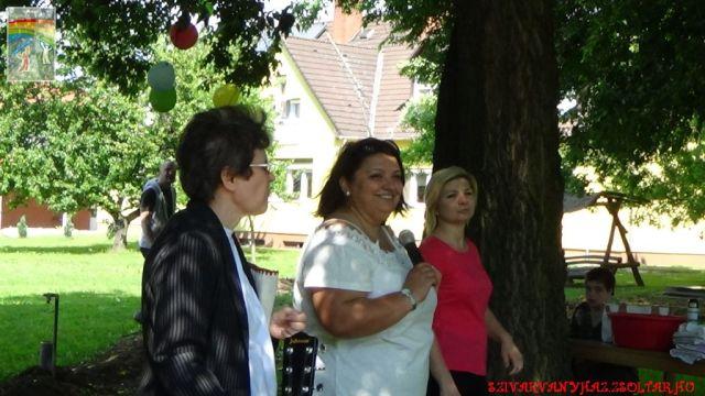 A képen balról jobbra: Nt. Kiss Ella intézményi lelkész, Hlavátsch Ildikó intézményvezető, Gólya Gréta főszervező